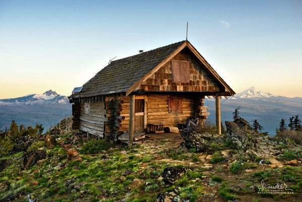Black Butte fire lookout cabin, Deschutes National Forest, Central Oregon Cascades, Three Finger Jack, Mount Jefferson