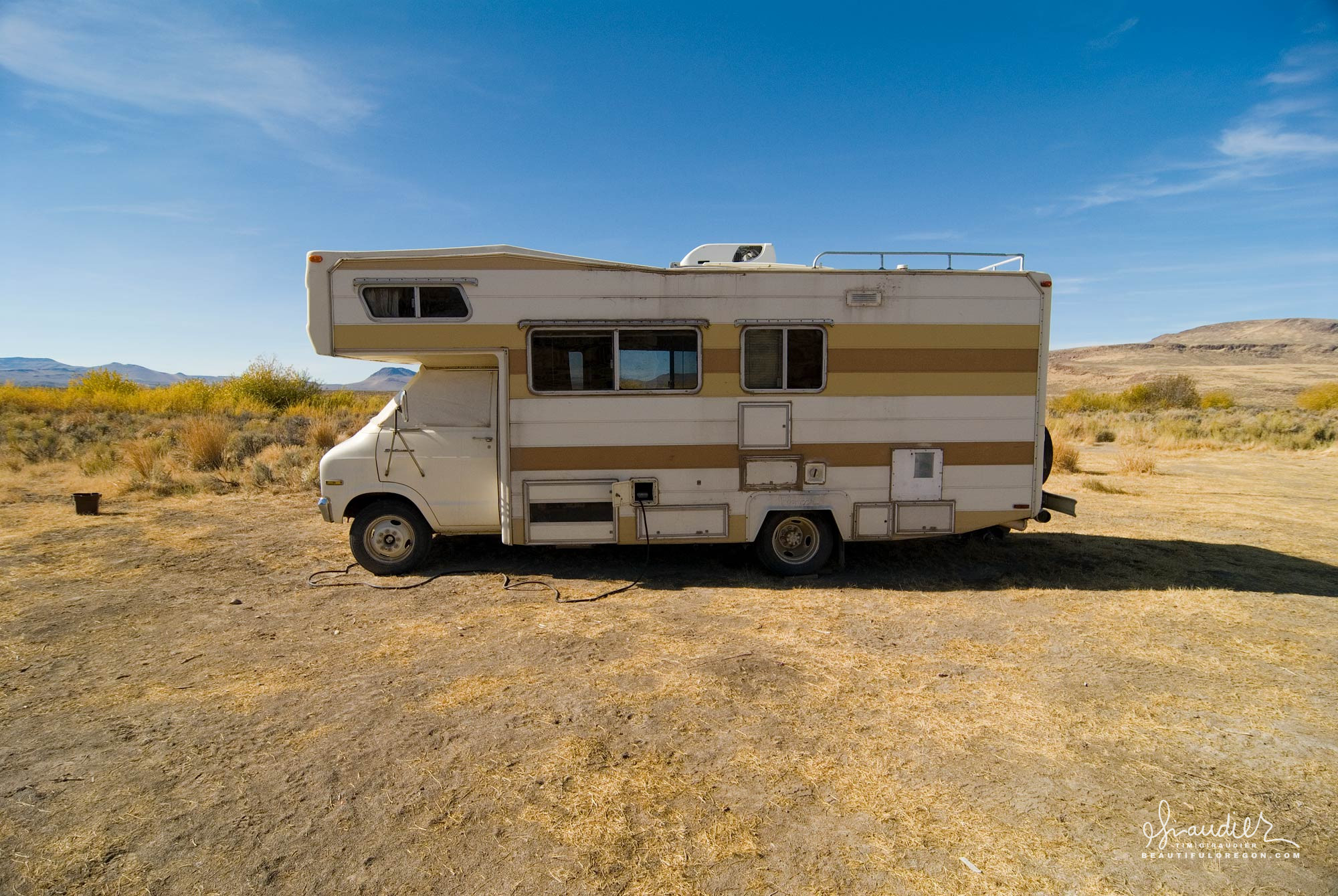 An old school RV camper enjoys the easy life of free camping in the vastness of public lands in Harney County, Eastern Oregon.