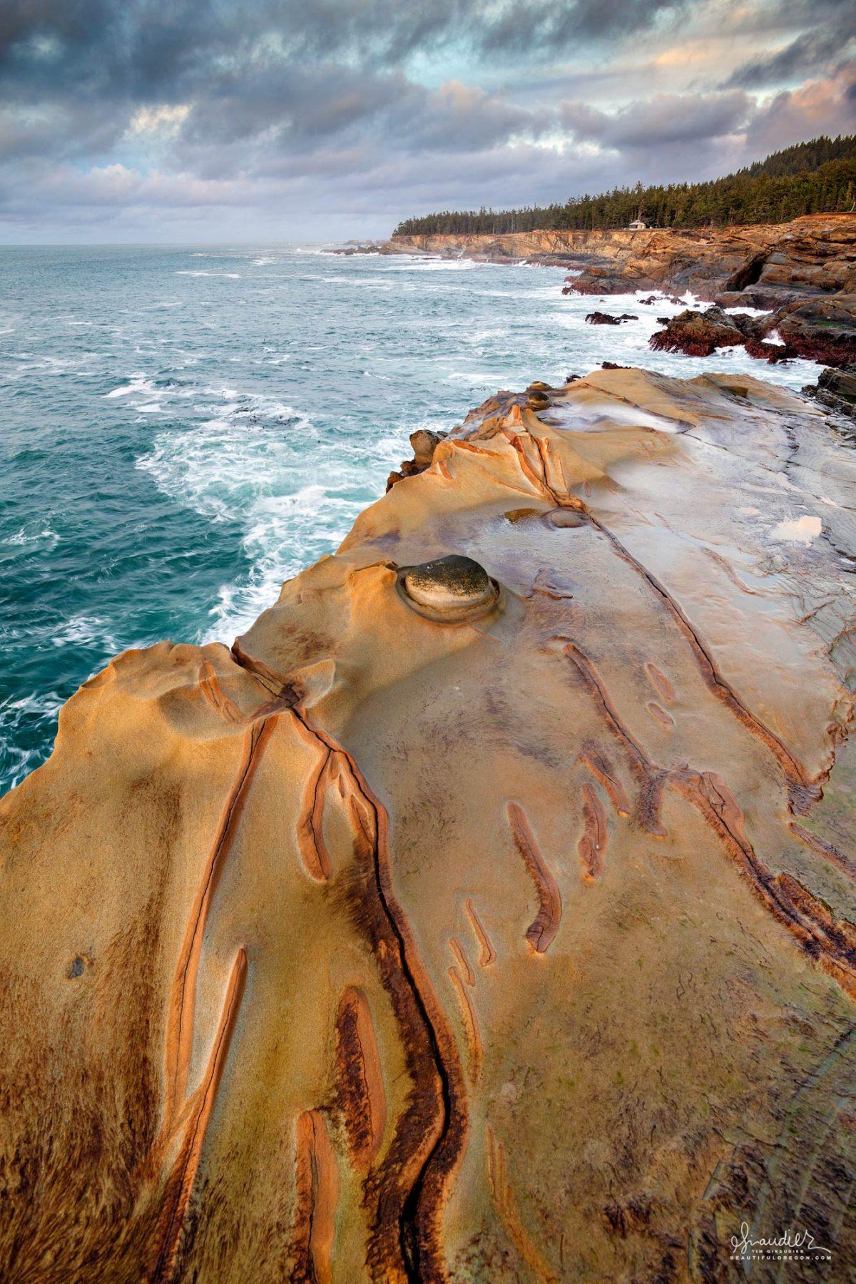 Sunset Bay State Park, with headlands of colorful sedimentary rock and eroding concretion. Shore Acres, Cape Arago, Oregon Coast.