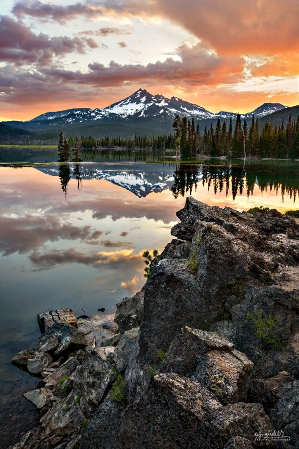 Sparks Lake sunrise and Broken Top. Cascade Lakes Highway and the Deschutes National Forest. Deschutes County, Central Oregon Cascades.