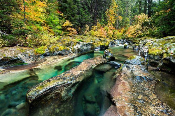 Willamette River autumn in Oregon Cascades